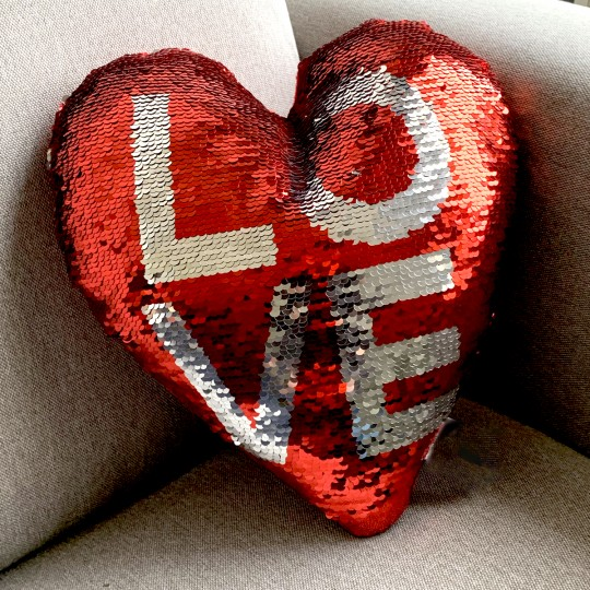 Coussin coeur LOVE sequins